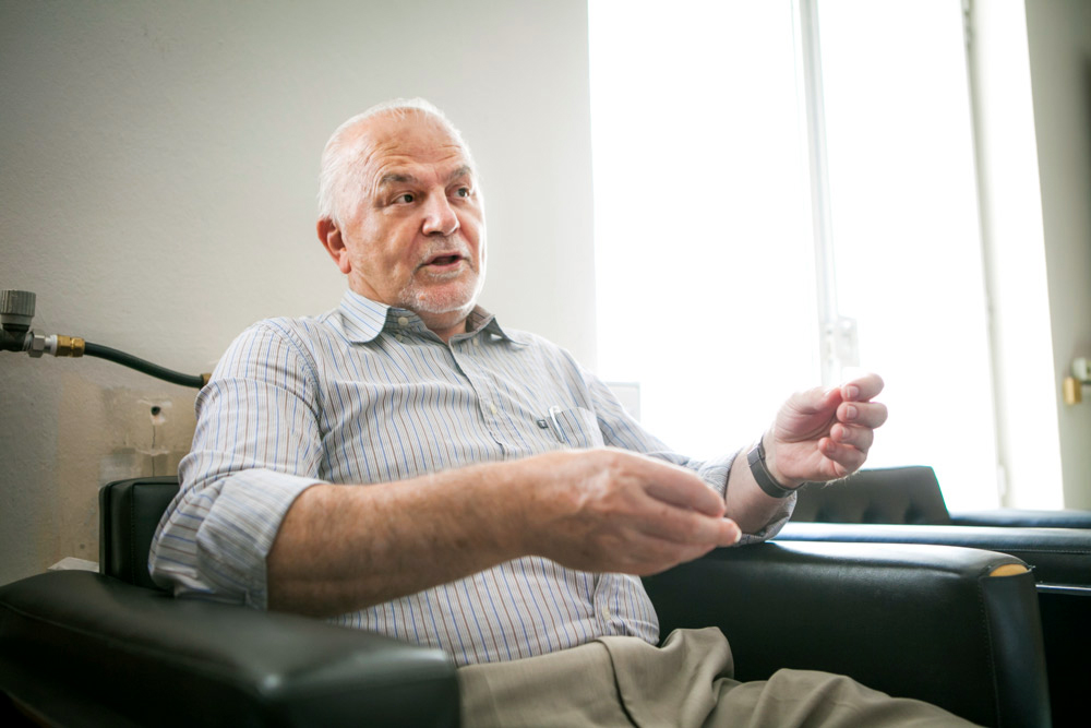 Ο κ. Οικονόμου μάς εξηγεί την αρχή της πορείας του από τα δύσκολα παιδικά χρόνια μέχρι την κατάληξη στο επιτελείο της ΝΑΣΑ!